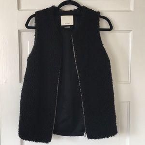 Perfect (worn twice) Aritiza teddy bear vest (xs)